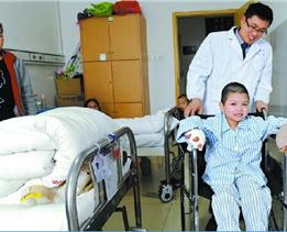 【天使妈妈】孩子受伤父母七年从未放弃治疗 天使妈妈20万善款重现希望